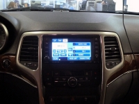Установка мультимедийного центра Multiplay на автомобиль Jeep Grand Cherokee