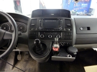 Установка мультимедийного центра Navipilot и парковочной камеры RedPower на автомобиль VW Transporter