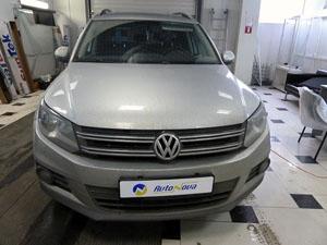 Установка штатной магнитолы Redpower и парковочной камеры на автомобиль VW Tiguan