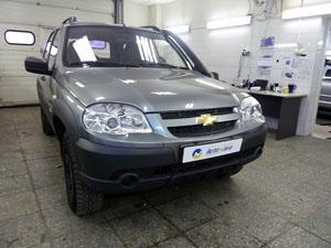 Установка охранного комплекса Pandora, дополнительного иммобилайзера и электромеханического замка капота на автомобиль Chevrolet Niva